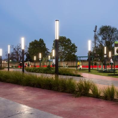 Promenade urban light element